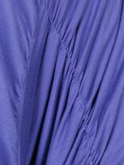 Трикотажное платье с ассимметричными рукавами - Деталь