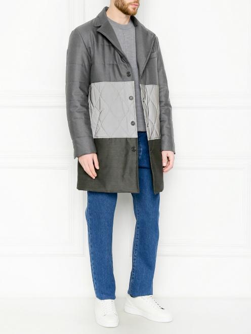 Утепленное пальто с контрастной вставкой  - Общий вид