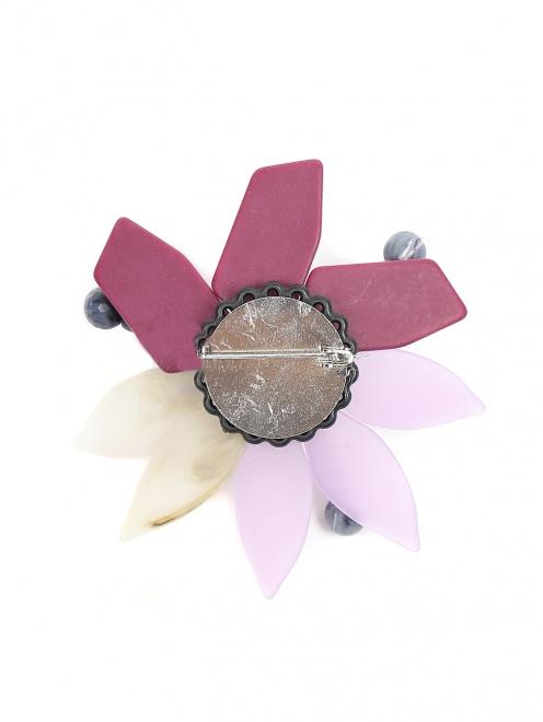 Брошь в виде цветка из пластика - Общий вид