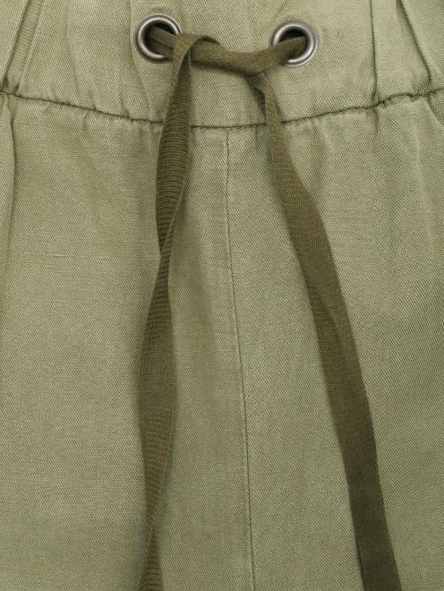 Укороченные брюки свободного кроя с контрастной аппликацией - Деталь1