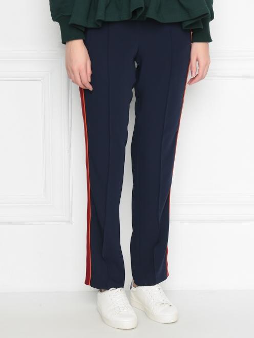 Спортивные брюки на резинке с лампасами - МодельВерхНиз