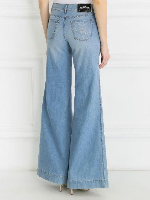 Широкие джинсы из светлого денима с декоративной отделкой  - Модель Верх-Низ2