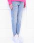 Джинсы зауженного кроя с декором Karl Lagerfeld  –  МодельВерхНиз