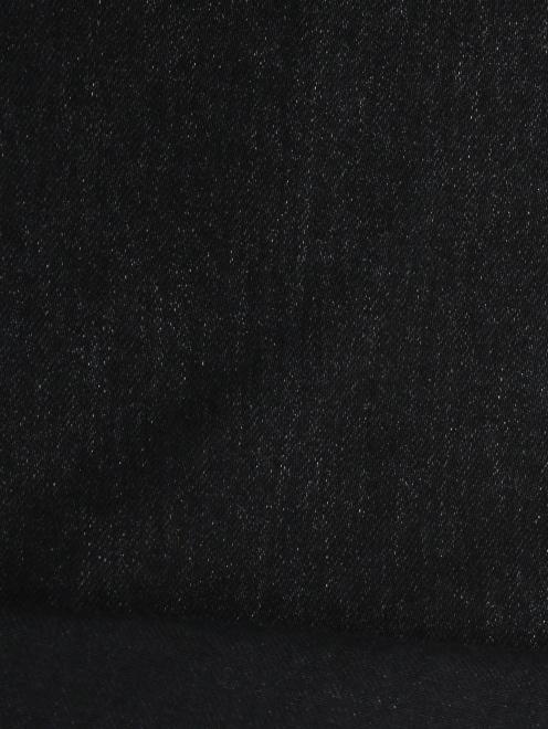 Джинсы из темного  денима с потертостями - Деталь2